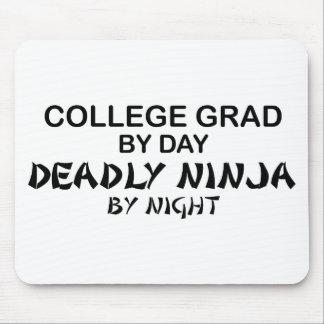 Grado Ninja mortal de la universidad por noche Alfombrillas De Ratones