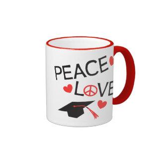 Graduación del amor de la paz taza de dos colores