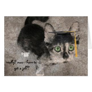 Graduación divertida, gatito con los ojos abiertos tarjeta de felicitación