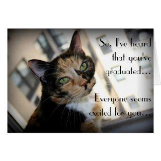 Graduación feliz del gato reservado tarjeta de felicitación