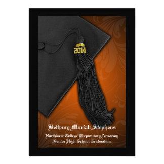 Graduación negra anaranjada de la universidad del
