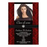 Graduación negra rojo oscuro elaborada del damasco invitación 12,7 x 17,8 cm