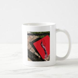 Graduado, casquillo rojo del graduado taza clásica