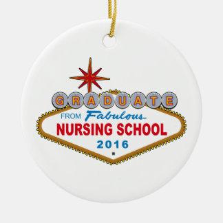Graduado de la escuela de enfermería fabulosa 2016 adorno navideño redondo de cerámica