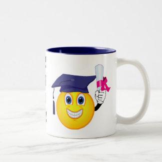 Graduado del smiley taza de café de dos colores