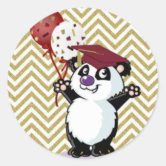 Graduado feliz del oso de panda pegatina redonda