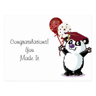 Graduado feliz del oso de panda postal