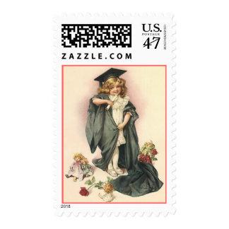 Graduado graduado del vintage entre SELLO postal