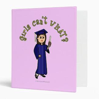 Graduado ligero de la mujer en vestido azul