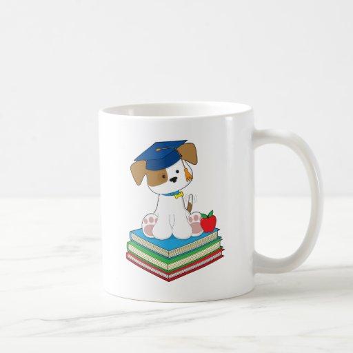 Graduado lindo del perrito taza de café