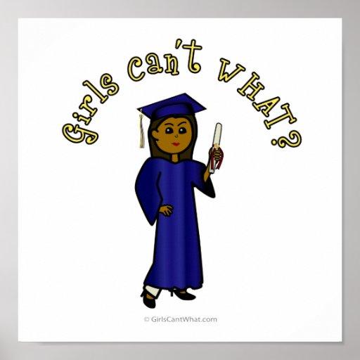 Graduado oscuro de la mujer en vestido azul posters