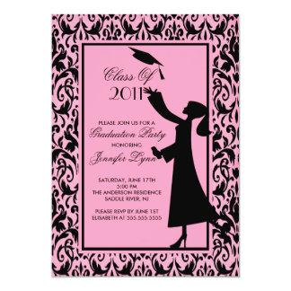 Graduado rosado de la silueta de la invitación de