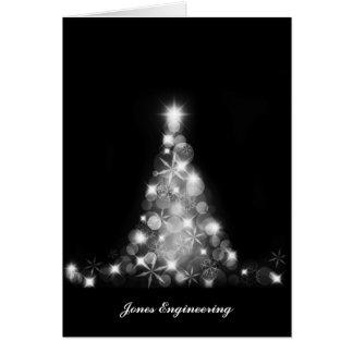 Gráfico blanco moderno del árbol de navidad en tarjeta de felicitación