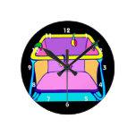 Gráfico colorido del Playpen Relojes De Pared