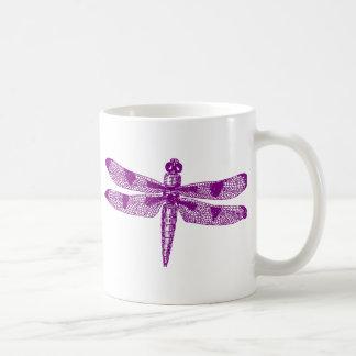 Gráfico de la libélula taza básica blanca