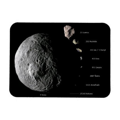 Gráfico de tallas comparativo de nueve asteroides imanes rectangulares
