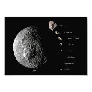 """Gráfico de tallas comparativo de nueve asteroides invitación 3.5"""" x 5"""""""