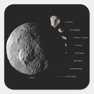 Gráfico de tallas comparativo de nueve asteroides pegatina cuadrada
