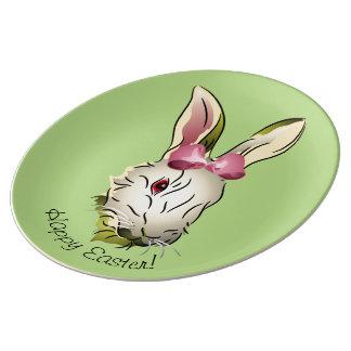 Gráfico del conejito de pascua con el arco rosado platos de cerámica