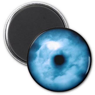 Gráfico nublado azul claro del ojo imán de frigorífico