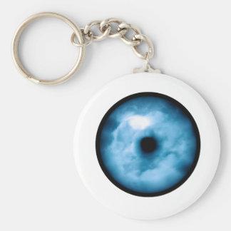 Gráfico nublado azul claro del ojo llavero redondo tipo pin