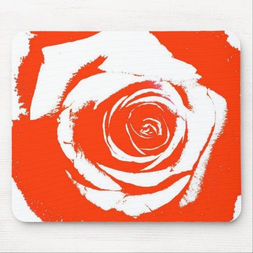 Gráfico rígido de la floración del rosa rojo y bla tapetes de ratón