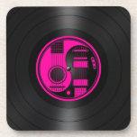 Gráfico rosado y negro del vinilo de las guitarras posavasos