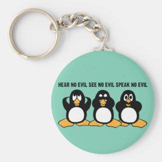 Gráfico sabio del diseño de tres pingüinos llavero redondo tipo pin