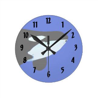 gráfico subacuático de la orca de la orca reloj redondo mediano