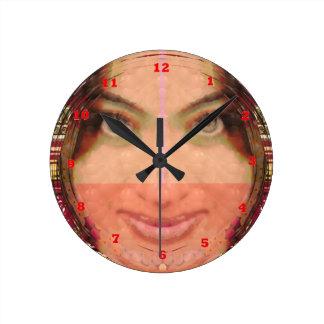 Gráficos del chica de la travesura de la diva en l relojes de pared