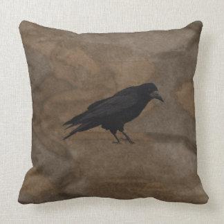 Grajo negro Corvid británico y fondo rústico Almohada