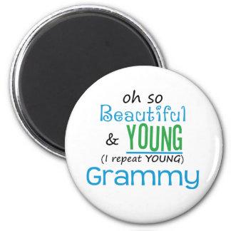 Grammy hermoso y joven imán