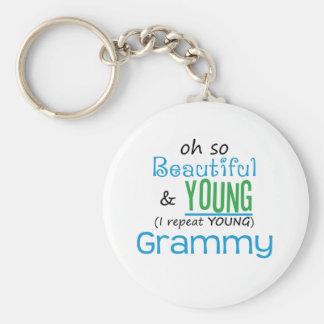 Grammy hermoso y joven llavero redondo tipo pin