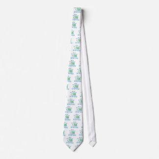 Grampy hermoso y joven corbata