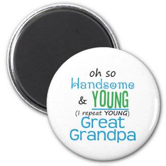 Gran abuelo hermoso y joven iman
