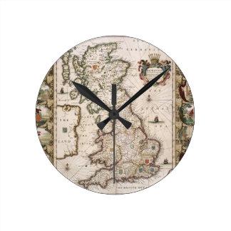 Gran Bretaña como fue dividida en el Tyme del Engl Reloj Redondo Mediano