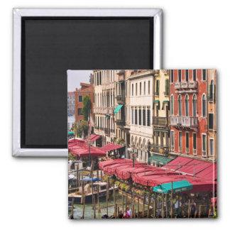 Gran Canal de Venecia Italia con los barcos de la  Imán Cuadrado