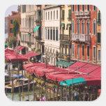 Gran Canal de Venecia Italia con los barcos de la Pegatina Cuadrada