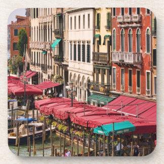 Gran Canal de Venecia Italia con los barcos de la  Posavasos De Bebida