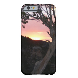 Gran Cañón en la puesta del sol con las siluetas Funda Barely There iPhone 6