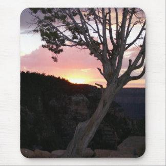 Gran Cañón en la puesta del sol con las siluetas Mousepad