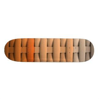 gran cesta trenzada, rayas anaranjadas monopatines