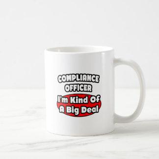 Gran cosa del oficial de la conformidad… taza de café
