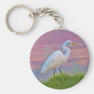 Gran Egret que da un paseo en el llavero de la sal