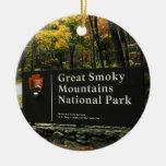 Gran navidad de la muestra del otoño de la montaña adorno redondo de cerámica