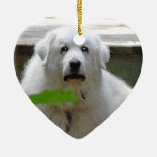 Gran ornamento blanco del perro de los Pirineos Adorno Navideño De Cerámica En Forma De Corazón