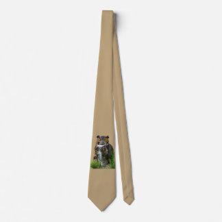 Gran personalizable del búho de cuernos corbata