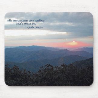 Gran puesta del sol ahumada de Mtns: Mtns es calli Alfombrilla De Raton