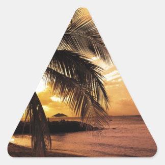 Gran puesta del sol en la playa pegatina trianguladas personalizadas