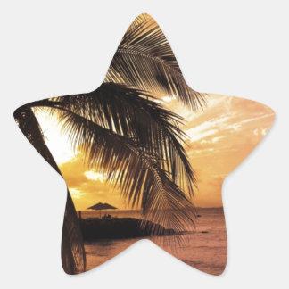 Gran puesta del sol en la playa pegatina en forma de estrella